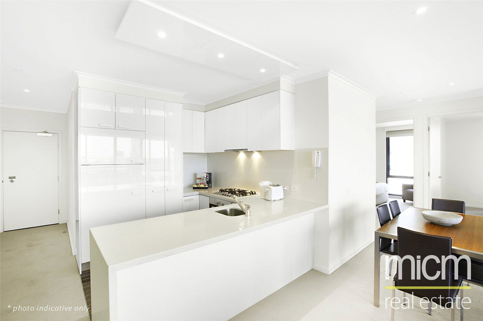 Vue Grande: Fresh and Bright Three Bedroom Apartment with City Views!