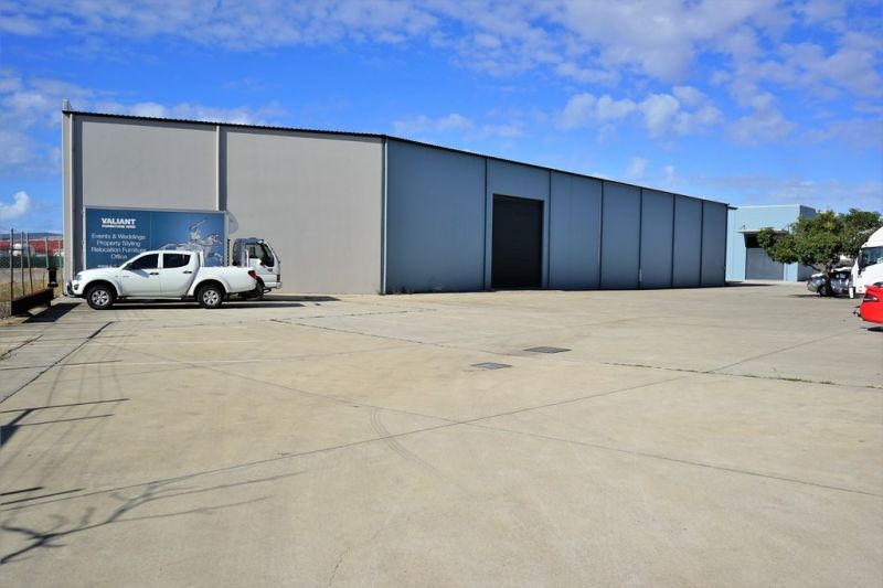 For Lease: MODERN TRADECOAST OFFICE/ WAREHOUSE
