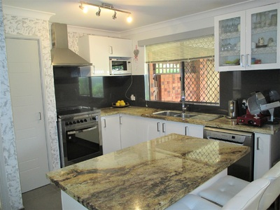 Lovely renovated home in quiet cul-de-sac
