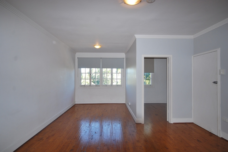 BRIGHT AND BREEZY UNIT WITH CITY VIEWS!