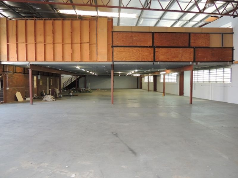 Warehouse / Factory Suitable for Many Uses