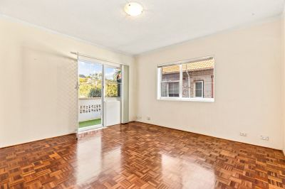 CLOVELLY 1 BEDROOM UNIT WITH PARKING