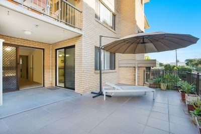 Beachside Ground Floor Apartment... Best Value in Burleigh Heads