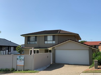Large Renovated Family Entertainer with Self-Contained Granny Flat