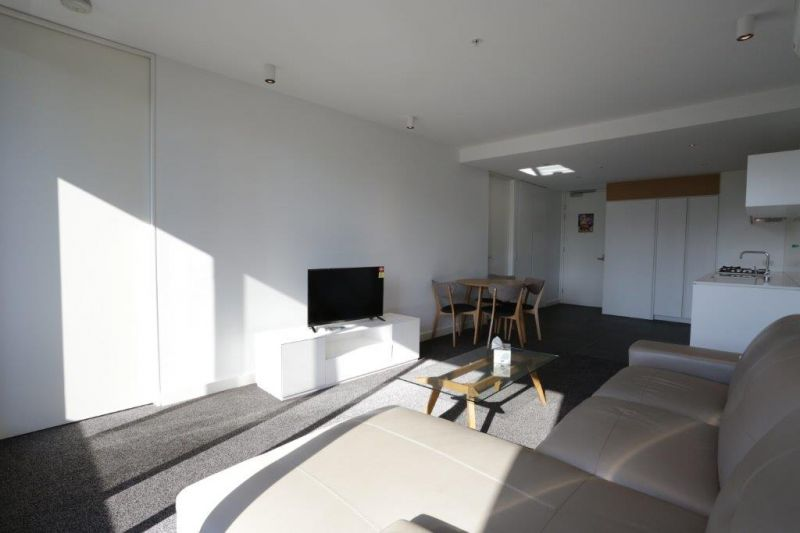 FULLY FURNISHED  Amazing 2 Bedroom, 2 Bathroom + Carpark Apartment in Southbank!