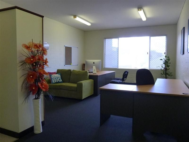 NEAT OFFICE - CONVENIENT LOCATION