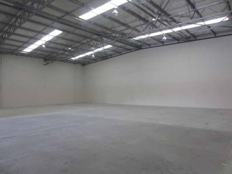 Freestanding 1,000sqm office warehouse facility
