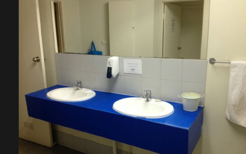 HOSTEL 109 FLASHPACKERS. FREEHOLD BUSINESS WITH PRIME COMMERCIAL PROPERTY