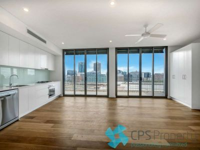 TOP FLOOR EXECUTIVE URBAN RESIDENCE IN PREMIER 'CHALMERS CENTRAL' COMPLEX