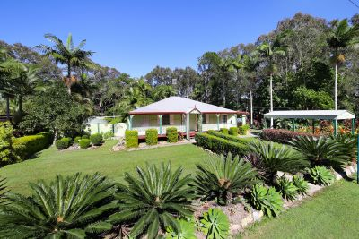 Queenslander Charm, 5 Minutes to the Beach