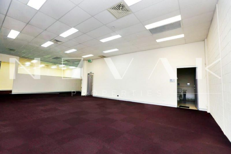 222 SQM OF COMMERCIAL SPACE IN PRIME LOCATION FOR LEASE