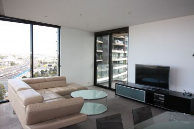 Furnished 2 bedroom apartment! Stunning location