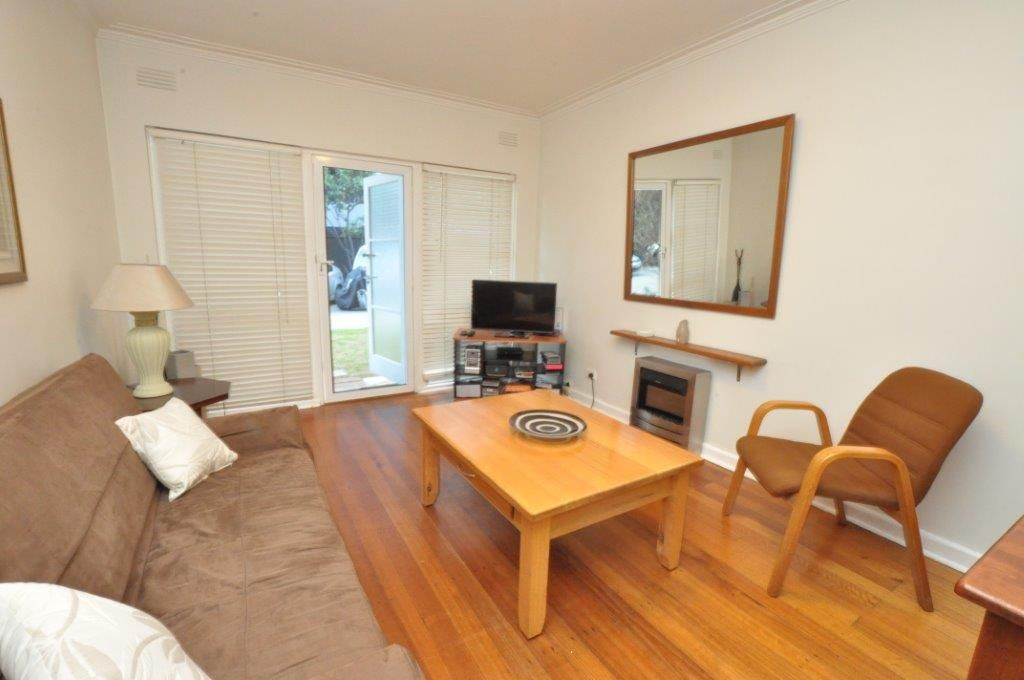 Spacious, Fully Furnished 2 Bedroom Apartment in a Convenient Location!