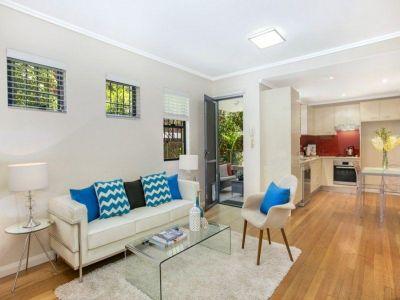 Stylishly Appointed Dual Courtyard Garden Apartment Deposit Taken