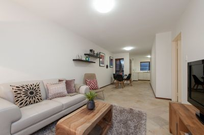 GROUND FLOOR WITH SPACIOUS PRIVATE COURTYARD