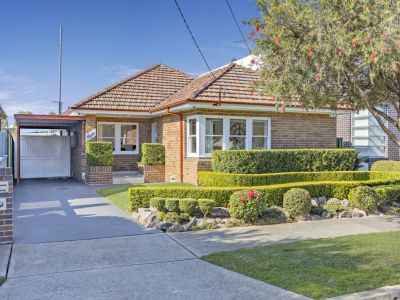 Stylish Bungalow In Exclusive Bayside Enclave
