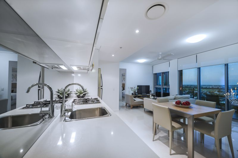 FULLY FURNISHED!! PENTHOUSE Panorama!! PRICED TO SELL NOW!! BE QUICK!! LOW BODY CORP!>