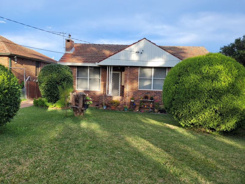For Sale By Owner: 5 Barrow St, Revesby, NSW 2212