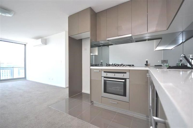 Mainpoint: 24th Floor - Luxury Living in Stylish Southbank!