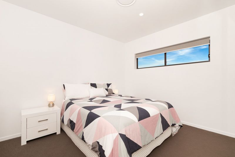 AS NEW 2 BEDROOM UNIT HEART OF INDOOROOPILLY