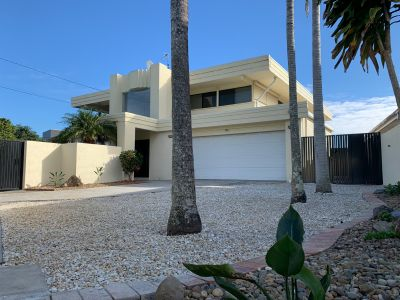 Large dual living residence in quiet Cul de sac - pool and garden maintenance included