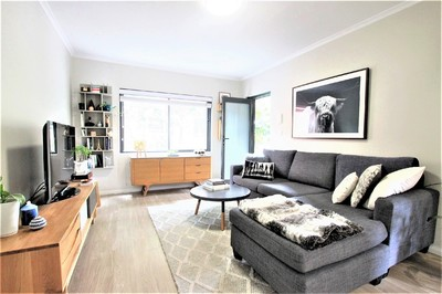 Stylish Two Bedroom Apartment with Garage & Garden