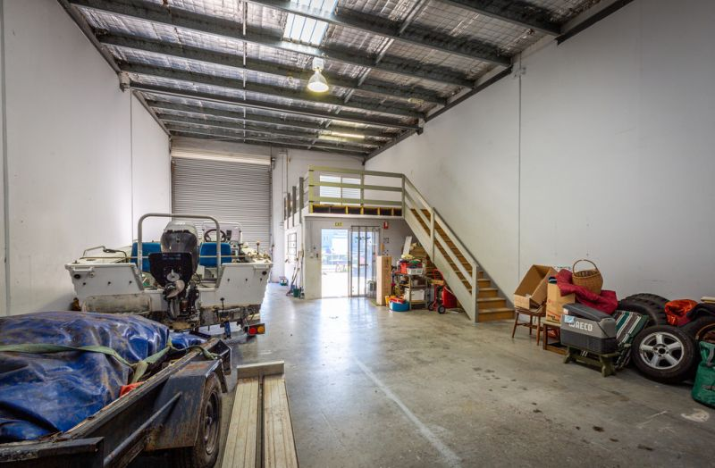 Urgent Liquidation - High Quality Warehouse In Prime Location - Will Be Sold!