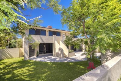 INCREDIBLE LOCATION + UNIQUE OPPORTUNITY - CALLING LARGE FAMILIES & INVESTORS!