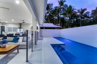 Luxurious Holiday Home - Opposite The Beach- Close to Palm Cove- Live The Dream