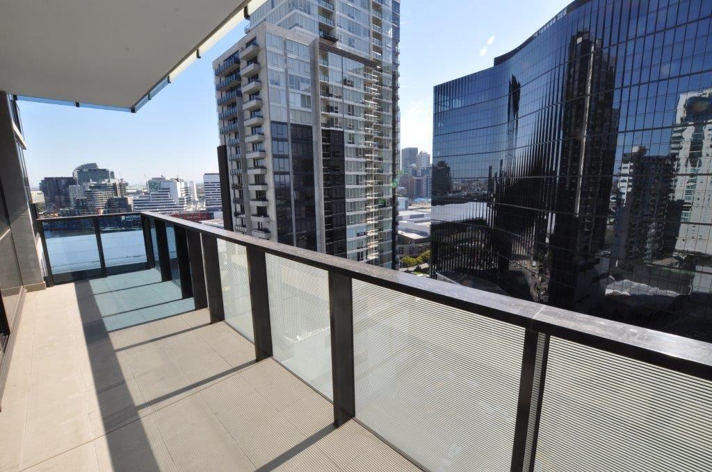 Tiara: 17th Floor - Whitegoods Included!