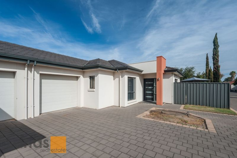 Open Plan Living and Great Privacy.