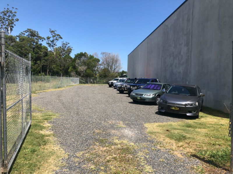 Secure yard space on popular Industrial Drive