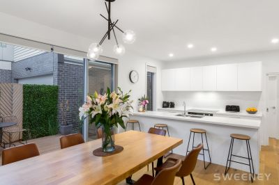 Modern Home In The Heart Of Altona North!