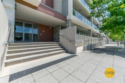 Ultra modern lake side offices with all convieniances inc parking