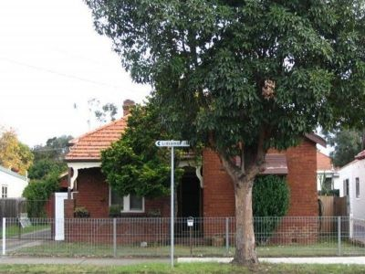 SPACIOUS 4 BEDROOM HOUSE FOR LEASE!