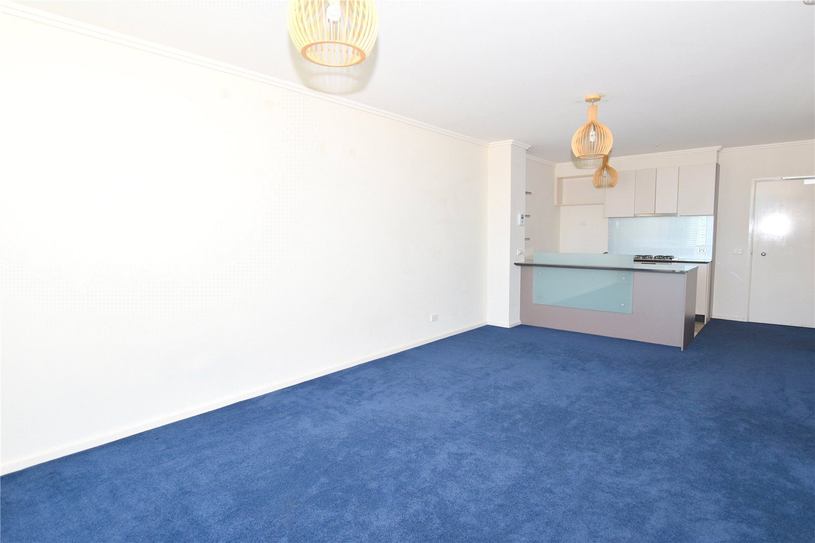 The Sentinel: 22nd Floor -Two Bedroom Gem in a Fantastic Location! L/B