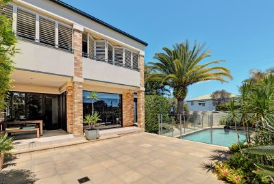 LARGE NORTHERN TOWNHOUSE 200m to the BROADWATER!