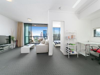 ULTRA MODERN INNER CITY UNIT FULLY FURNISHED!!