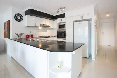 Broadwater Living, Fully Furnished Renovated Unit, Huge Balcony, $465PW