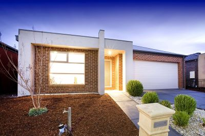 Innisfail Estate, 77 Tom Roberts Parade: Easy Living in a Fantastic Location!