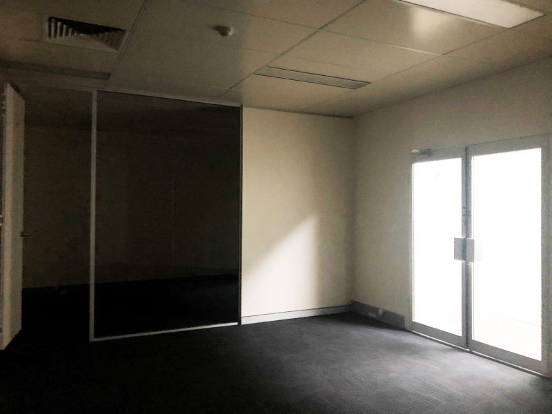 Affordable Fully Fitted Internal Office In Ultimo