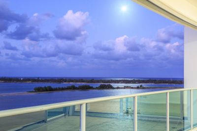 North-East Entertainer's Delight - Stunning Views Over Broadwater to Ocean