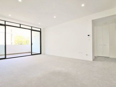 As New Huge Luxury Apartment with Secure Double Parking