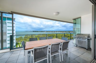 Fabulous Corner Apartment with Stunning Views over Broadwater to Surfers Paradise