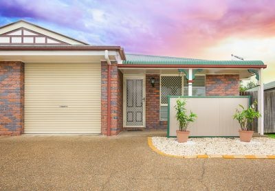 BEAUTIFULLY MAINTAINED 2 BEDROOM DUPLEX