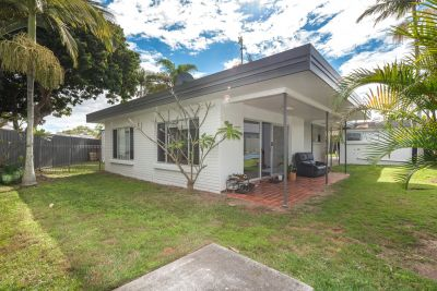 BEACHSIDE RENOVATOR - JUST A 900M STROLL TO THE BEACH & AND PACIFIC FAIR
