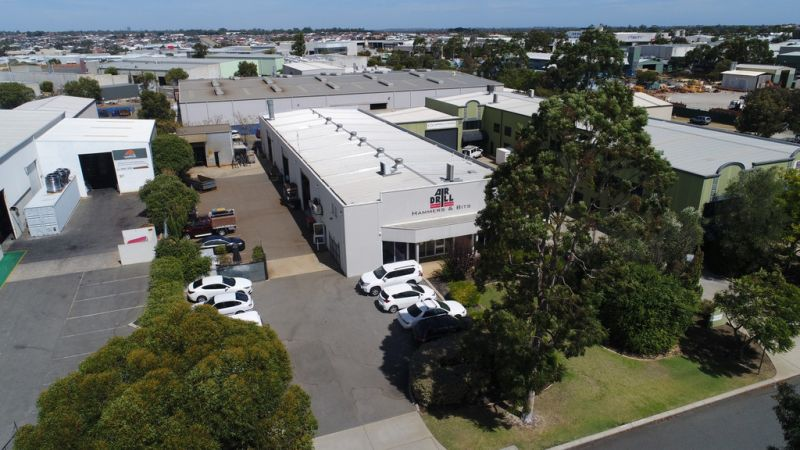 GREEN TITLE OFFICE / WAREHOUSE WITH EXTRAS - LEASED INVESTMENT OPPORTUNITY
