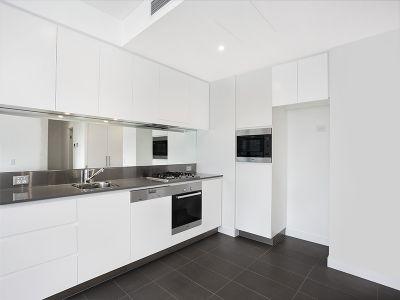 Top floor 1-Bedroom Apartment in Harold Park
