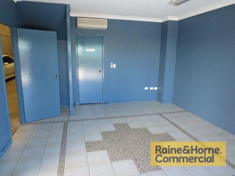 196sqm Industrial Unit with Easy Access