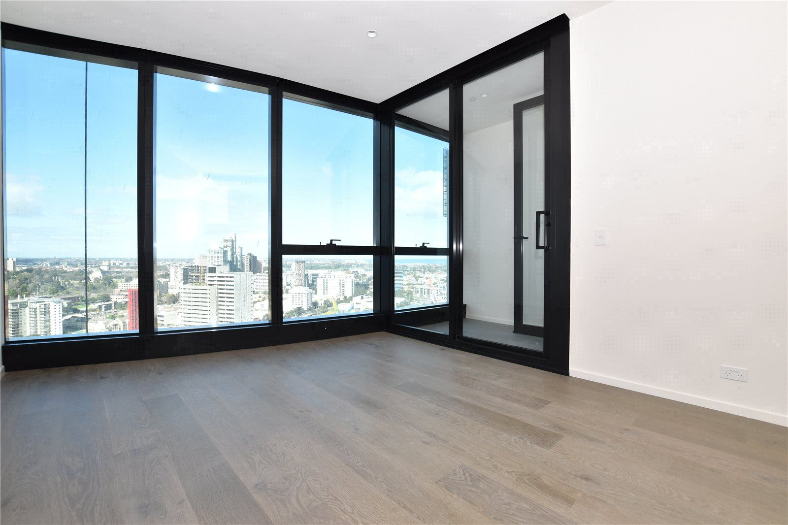 Australia 108: Luxurious One Bedroom Apartment in Melbourne's Tallest Tower!